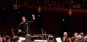 Vladimir Kulenovic, leading the Lake Forest Symphony (Paul Glickman)